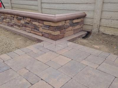 Interlocking Pavers Stack Stone Planter Wall