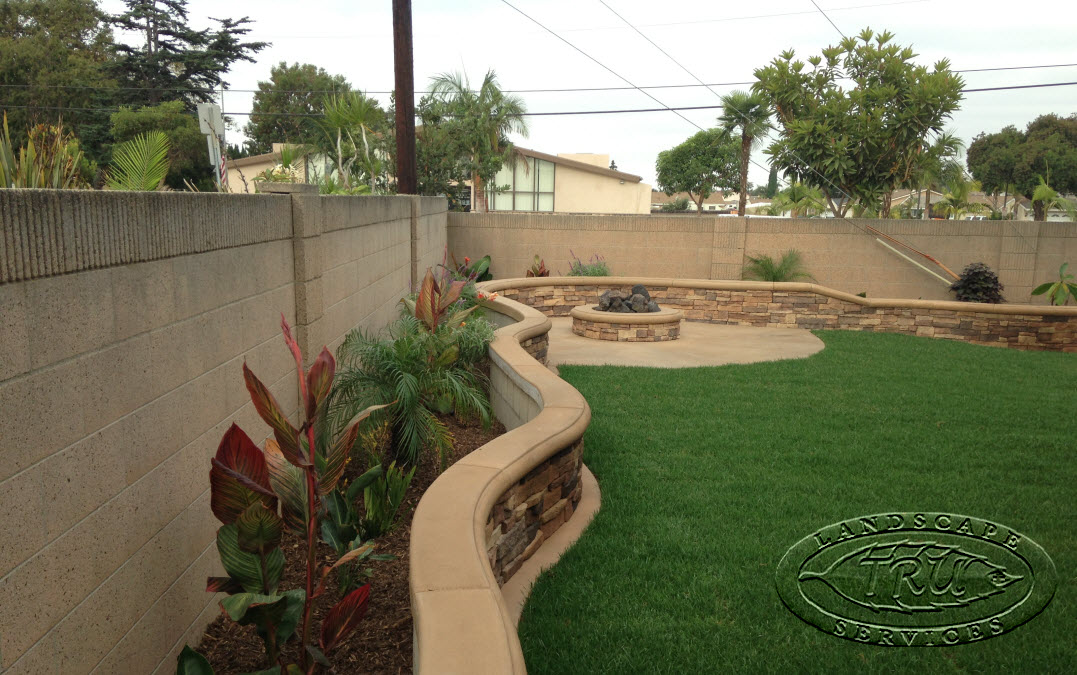 Planter Walls Lead The Eye Toward Focal Point A Fire Pit